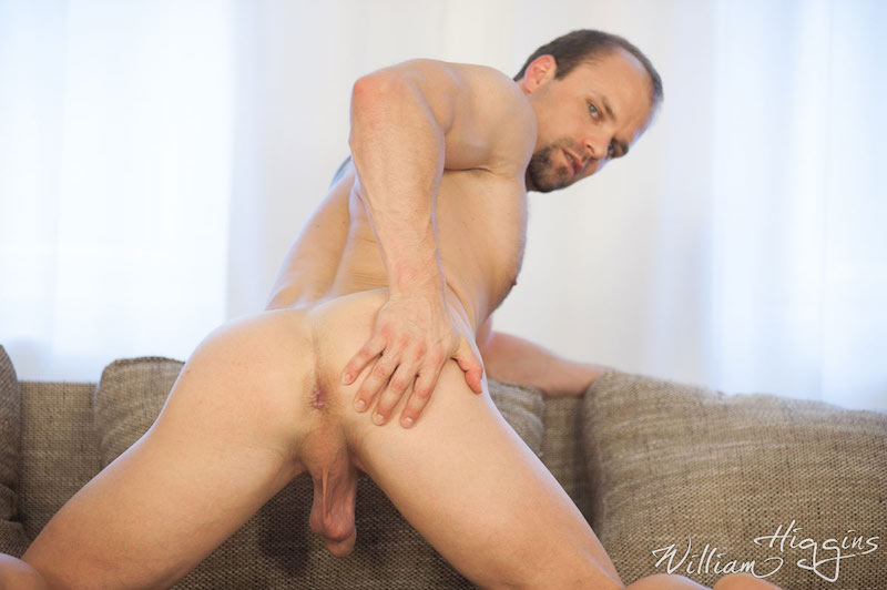 daddy hunk showing ass