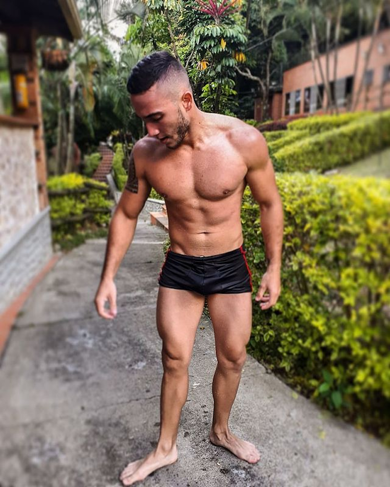 Muscle hunk in short shorts