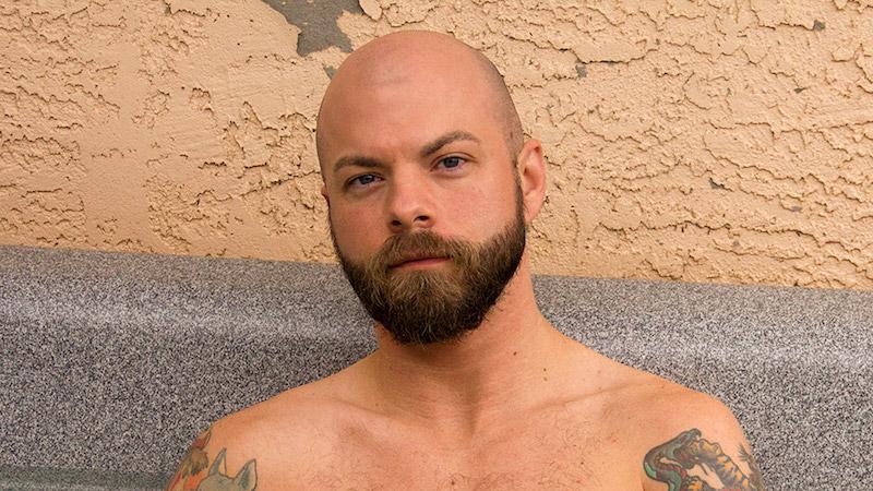 bearded amateur gay porn star Ryan Reid
