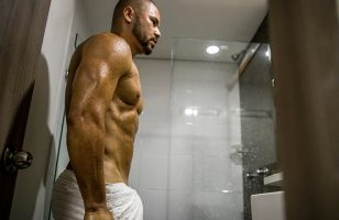 Click to watch muscle man John Colman on cam