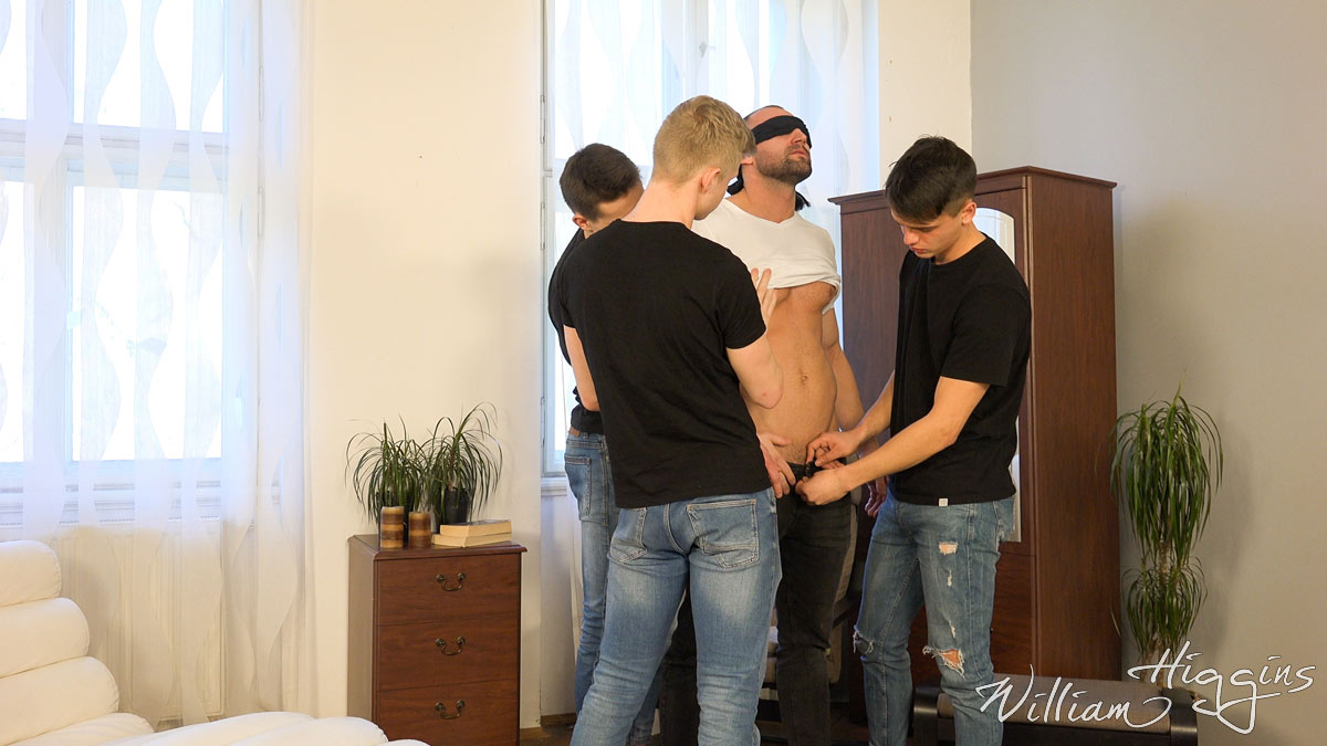 Click to watch Pavel Sora getting sucked in a fourgy at William Higgins