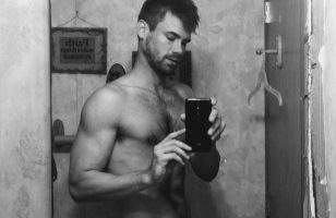 Click to watch Tyler Grayson on cam