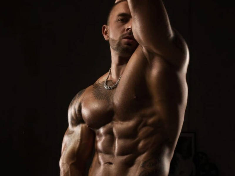 Click to watch Marshall Masters muscle man perform on cam