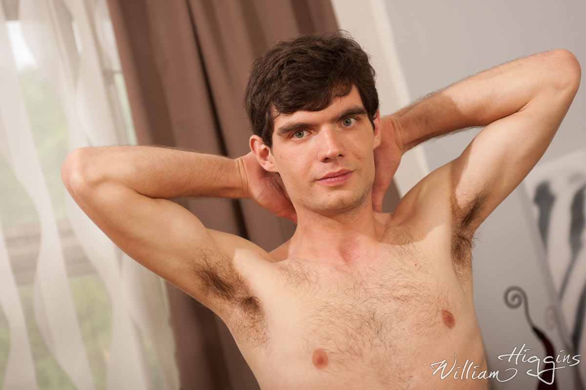 Click to watch Gabriel Oder jacking off at William Higgins