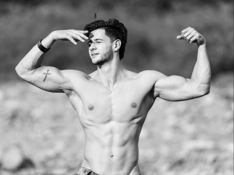Muscle dude Saimon Jordan poses for the camera