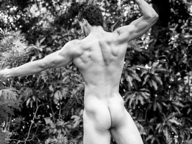 Check out the sexy butt of bi-curious cam jock Saimon Jordan