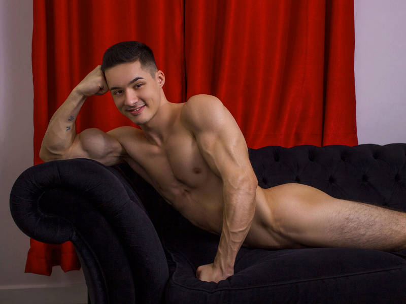 Sexy muscle jock Aiden Hask looks great naked