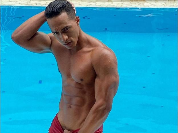Mat Strong gay live chat model