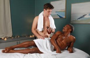 Michael DelRay long bareback cock masseur